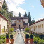 Der Hof des Wasserkanals im Generalife in Granada