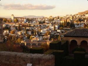 Das Albaycin von der Alhambra aus gesehen: Hier befindet sich die Spanisch Schule Delengua